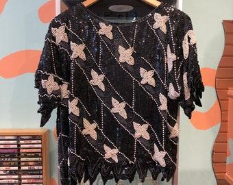 50e87ba9324 Vintage des années 80 Sequin soie chemisier imprimé Floral noir et blanc