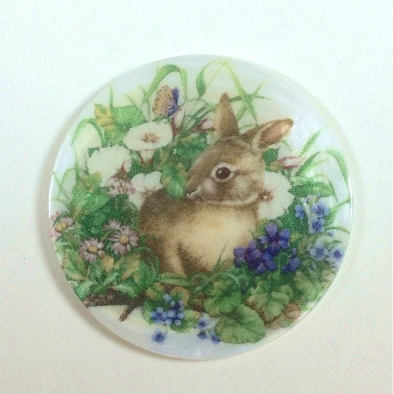 """Pretty White Bunny Rabbit on MOP Mother of Pearl Shank Button 1+3//8/"""" Rabbit"""