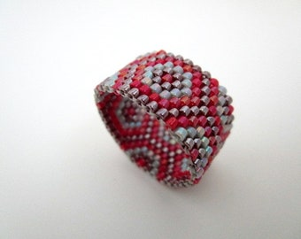 Peyote Ring  /  Beaded Ring in Red, Gray and Currant / Seed Bead Ring / Delica Ring / Beadwork Ring / Beadwoven Ring / Handmade Ring