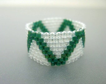 Peyote Ring /Seed bead Ring / Beaded Ring in Emerald and Crystal / Beadwork Ring / Delica Ring / Beadwoven Ring