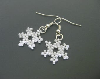 Snowflake Earrings / Beaded Earrings / Petite Earrings / White Earrings / Christmas Earrings / Holiday Earrings / Winter Earrings / Beadwork