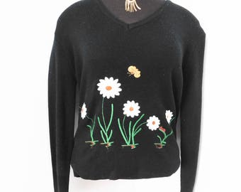 07955ee67a7 Vintage 70s Sweater Lightweight Spring Novelty Embroidered Bumble Bee  Daisies Insect M Medium L Large