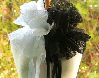 Black and White Lace Collar - Steampunk Fantasy Fashion Neck Ruff - Burlesque or Clown Costume Collar