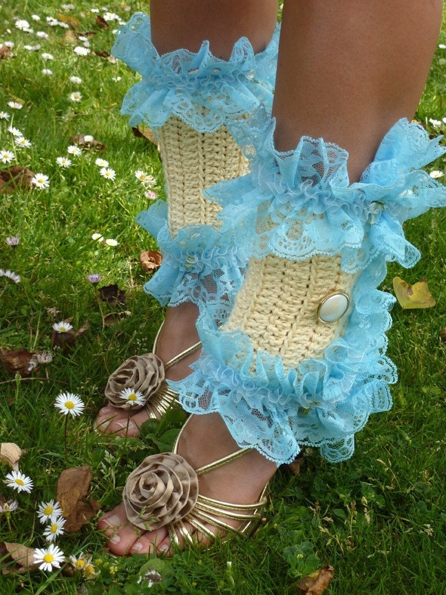 Spats, Gaiters, Puttees – Vintage Shoes Covers Victorian Style Leg Warmers - Crochet  Lace Spats in Cream With Blue Kawaii Fashion Accessories $62.00 AT vintagedancer.com