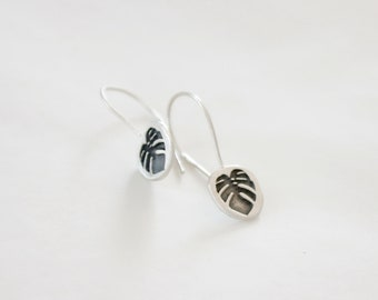 Monstera leaf silver dangle earrings