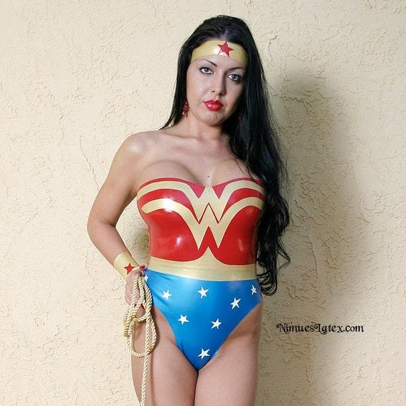 Cerchietto D/'Oro Wonder Woman Costume in similpelle DIADEMA NUOVO
