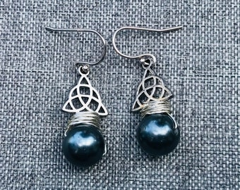 Gray Swarovski Pearl Celtic Earrings. Trinity Knot.