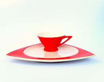 Retro Fab Atomic Art Deco Luncheon Set for 4: Salem Tricorne Sandwich Plates & Streamline Cups in Mandarin Orange