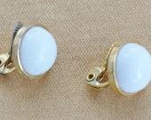 Pretty Vintage White Button Clip Earrings, Gold tone, quot Monet quot (P9)