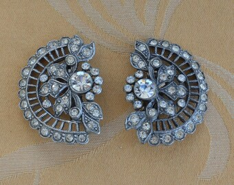 Pretty Vintage Ornate Rhinestone, Silver tone Clip Earrings, Art Deco style (AO17)