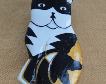 Cute Vintage Black, White, Gold Painted Cat Brooch, Wooden (E5)