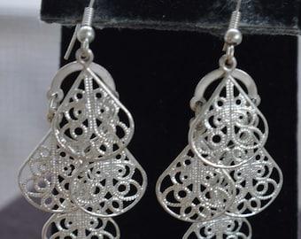 Silver tone Filigree Teardrop Dangle Pierced Earrings, Vintage (TB412)