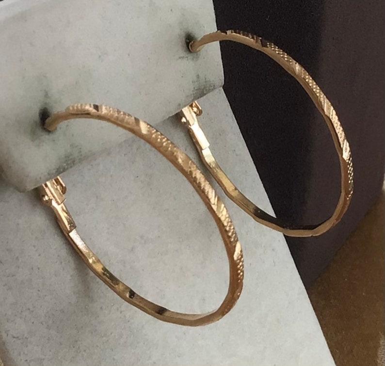 Gold tone Diamond Cut Lever Back Pierced Earrings AL14TB Small to Large Vintage