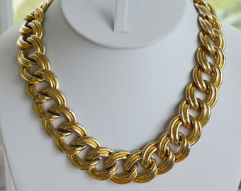 """Pretty Vintage Bold Link Gold tone Chain Link Necklace  17-1/2"""" (K15)"""