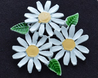 White Enamel Daisy Pin, Brooch, Vintage, 1970's (TB410)