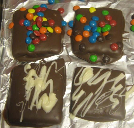 12 piece chocolate covered graham cracker party favors