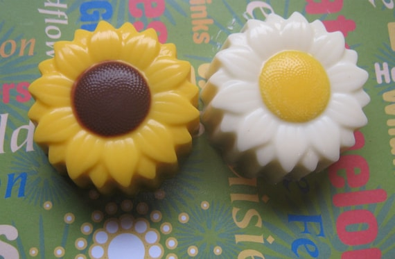 One dozen sunflower or daisy designed chocolate covered sandwich cookie party favors