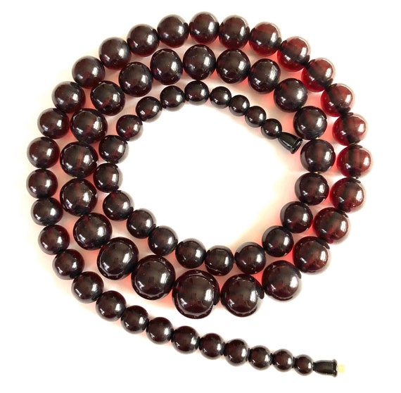 BAKELITE Cherry Red Graduated necklace