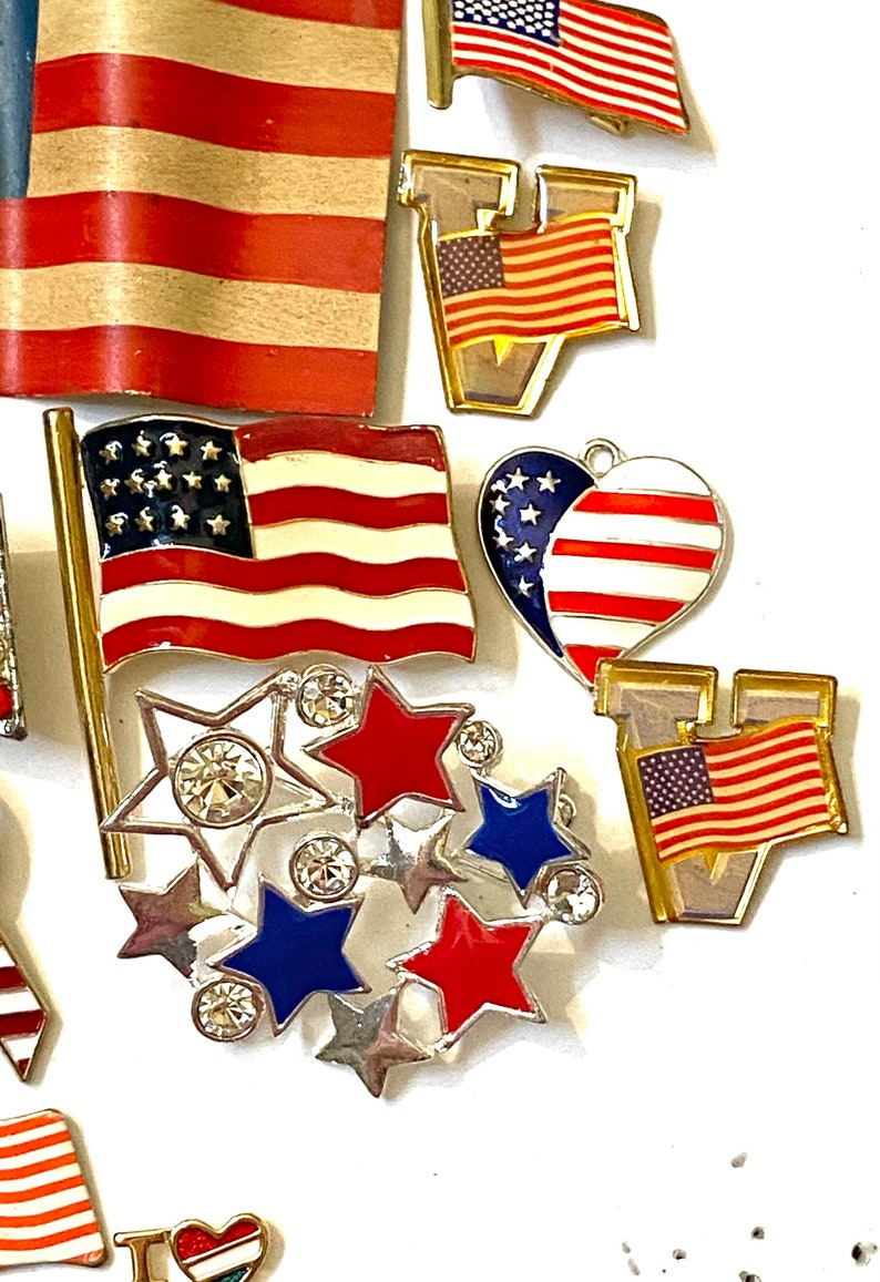 Vintage Brooch Pin Lot Patriotic American Flag USA wear or craft Assemblage Inspiration