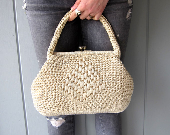 Soft White Raffia Handbag 60s Natural Straw Hand Bag 50s Modern White Purse Minimal Kiss Lock Clasp Resort Purse Vintage
