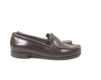 e5546c32 90s Dark Brown Penny Loafers Vintage Leather Shoes Slip on Modern Loafer  Shoes Preppy Womens Shoes Size 7