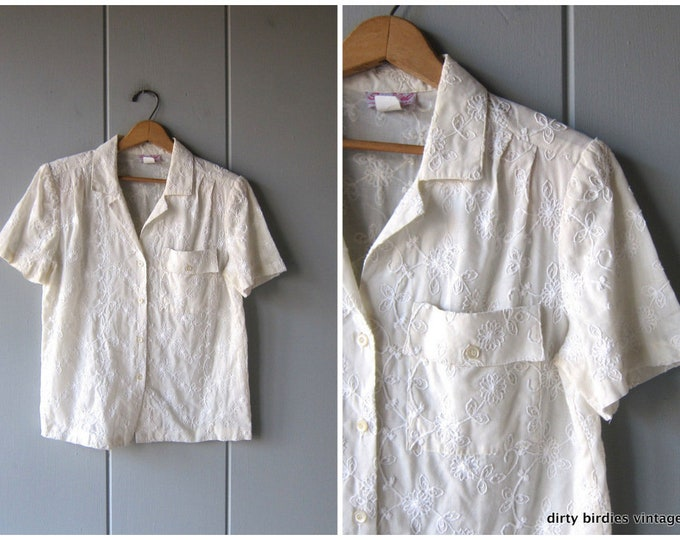 White Embroidered Blouse Minimal Button Up Shirt Floral Hand Stitch Top Short Sleeve Blouse Womens Medium