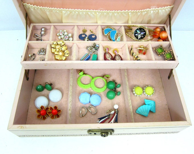 Vintage Jewelry Box AND EVERYTHING Costume Jewelry Retro Burlesque Home Decor Vanity Organizer 60s Clip On Earrings Gold Bracelet