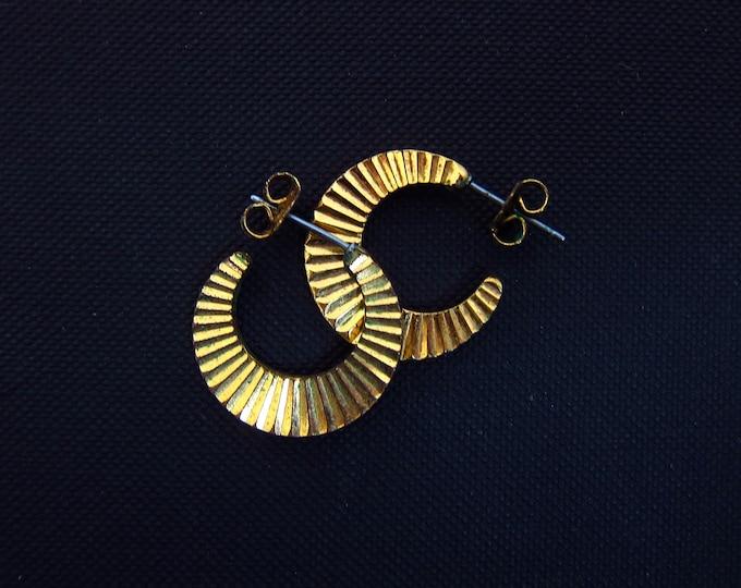 Gold Hoop Earrings 80s Vintage Textured Metal Small Hoops Minimal Retro Mod Jewelry