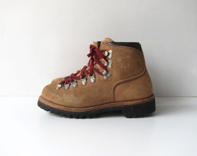 Vintage brown suede leather mountain hiking boots red laces Vasque Boots Rugged Shoes Camping Tread Size Men's 6 N Women's 7.5 - 8