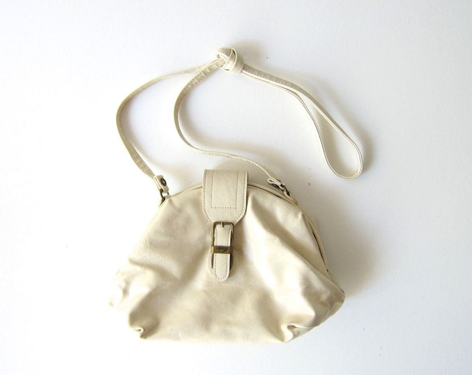 90s White Capezio Purse Crossbody Shell Bag 1990s Revival Vintage Faux Leather Vegan Cross Body Minimal Preppy Shoulder Purse Womens