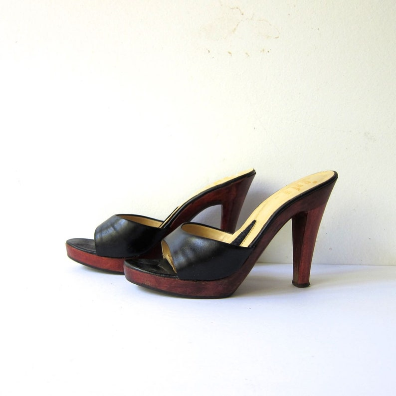 b370ed686b37 70s Black Leather Clogs Peep Toe Sandals Hippie Boho High