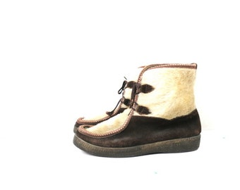 Faux Fur Snow boots Ski Lounger Leather Snowboots 1960s Boho Winter Mukluk Boots with Laces Women's Boots Size 9