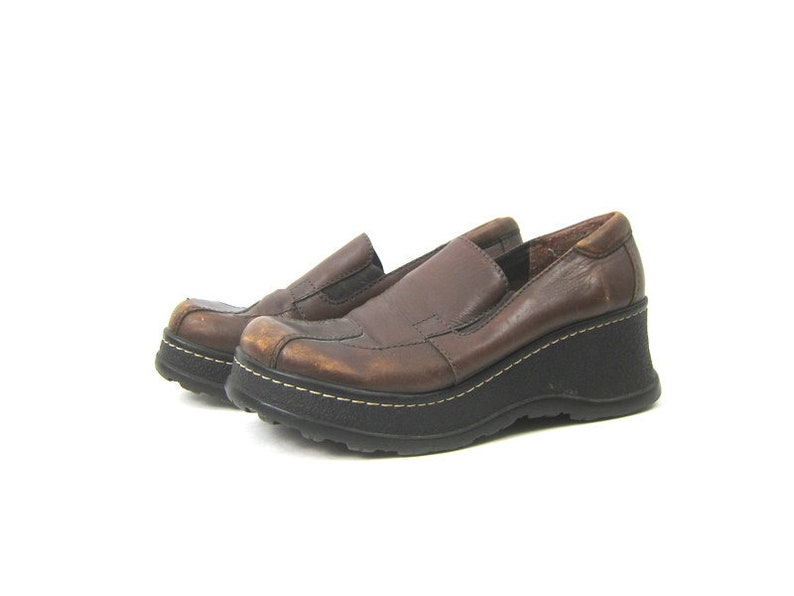 fc2e367db7e3f 90s Brown Leather Loafers Vintage Shoes Slip on Modern Loafer Shoes Preppy  Womens Chunky Platform Heel Shoes Size 10