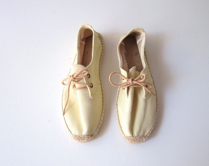 80s Espadrilles Shoes Vintage Canvas Lace Up Summer Shoes Preppy Wicker Flats Pale Yellow Fabric Beach Shoes Womens 7.5