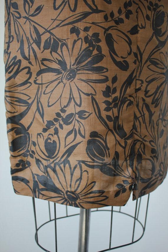 1950s vintage dress / 50s brown black floral prin… - image 5