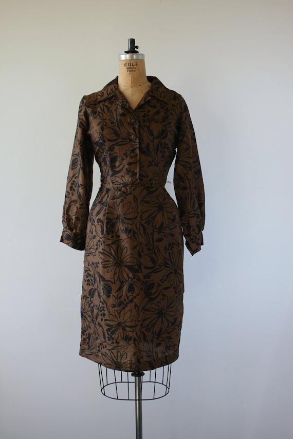 1950s vintage dress / 50s brown black floral prin… - image 2