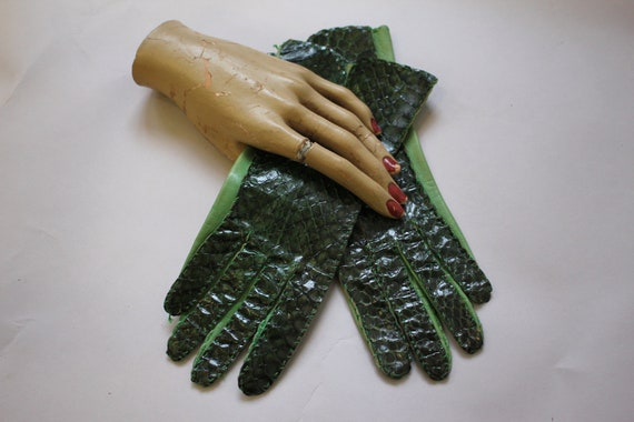 vintage 1940s gloves / 40s green snake skin gloves
