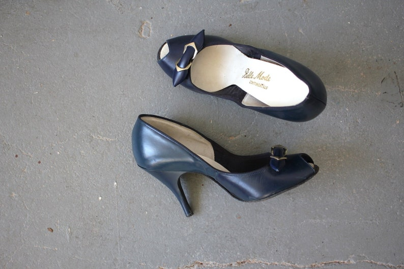 f3a9deb0544d2 vintage 1950s heels / 50s peeptoe heels / 50s navy leather shoes / 50s navy  blue leather heels / 3.75 inch heels / size 5 size 5.5