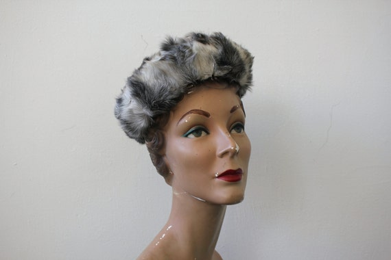vintage 1960s fur pillbox hat / 60s persian lamb h