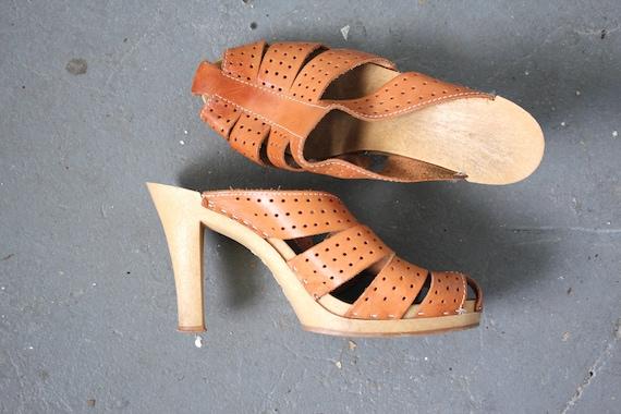vintage 1970s heels / 70s leather clogs / 1970s br