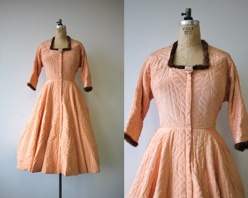 705467a7007dd Vintage 1950s dress   50s peach quilted robe   50s full skirt