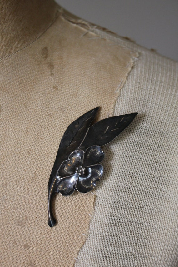 vintage 1940s stuart nye dogwood brooch / 40s ster