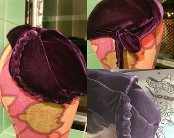 Rare 1950s silk velvet purple hat Edwardian inspired row of buttons