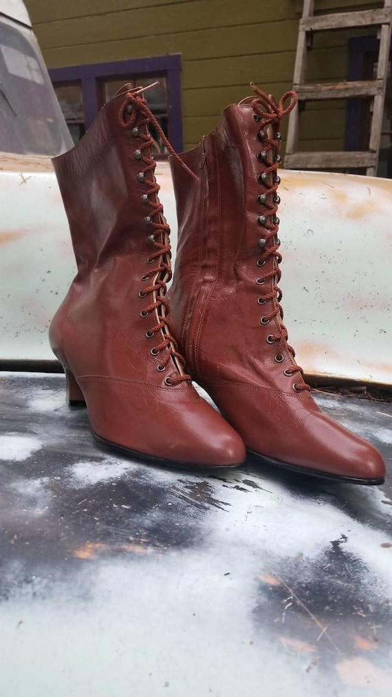 Rusty colored witch boots 1980s 80s granny bobo go