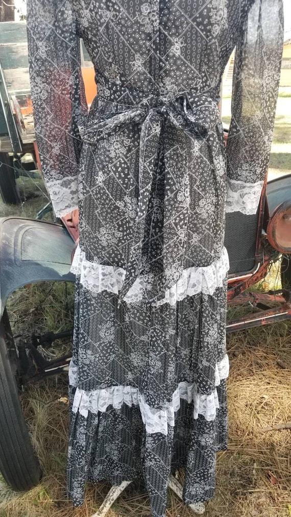 Black and white maxi dress gunne sax prairie styl… - image 5