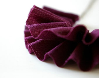 Ruffle necklace in plum.