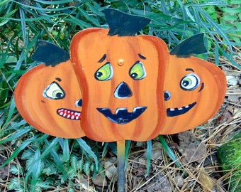 3 Jack-O-Lanterns on Garden Stake