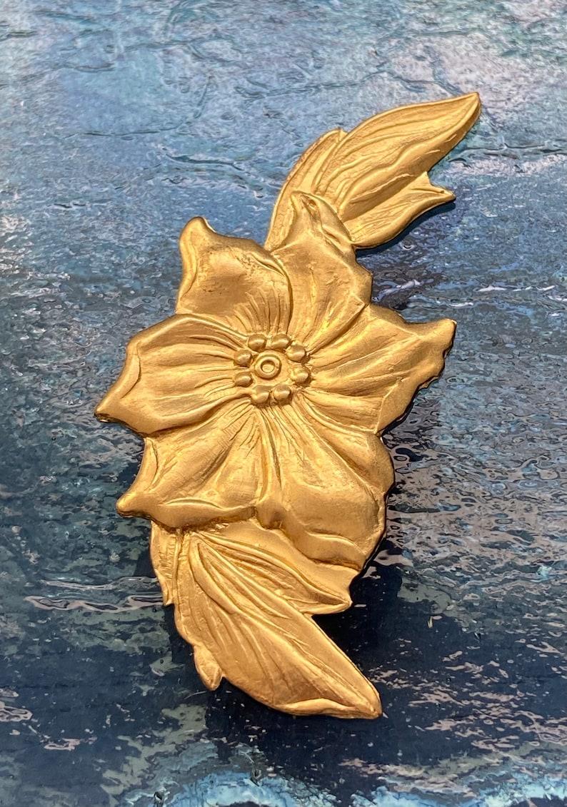 Brass flower Raw brass findings Brass leaves Brass flower pendant Raw brass flower Flower stamping Brass flowers Brass leaf
