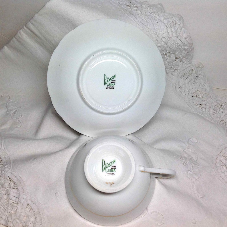 Autumn Leaf and Berry Garland Wide Mouth Footed Vintage Bone China England Tea Cup /& Saucer Paragon Teacup Mom Gift Ship to US 10.22