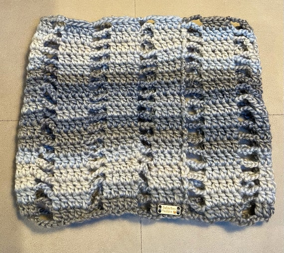 Pond Sprightly Yarn Open Cowl. FREE SHIPPING.